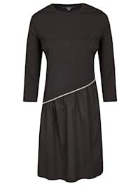 Modisch asymmetrisches Kleid