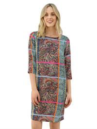 Šaty s pestrým mixom vzorov