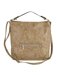 Väska med nitar och flätning
