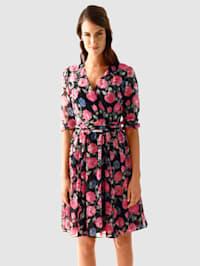Kleid im modischen Blumendruck