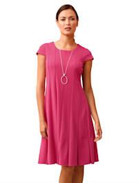 Kleid mit Falten am Saum