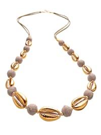 Halskette mit goldfarbenen Muschelelementen