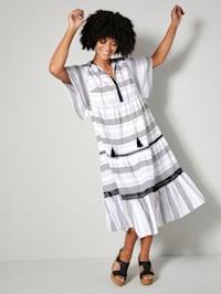 Kleid mit Häkelspitzendetails