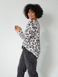 Pulovr v módním leovzoru