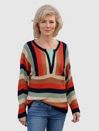 Pullover in modernem Streifendessin