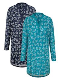 Nachthemden mit hübschem Blumendruck