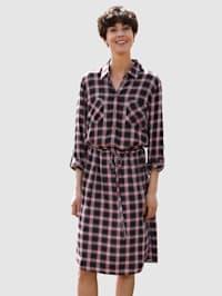 Šaty s károvaným vzorom