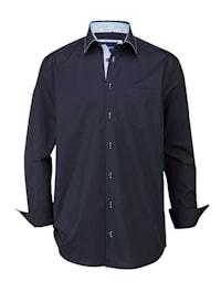 Skjorta med kontrasterande detaljer