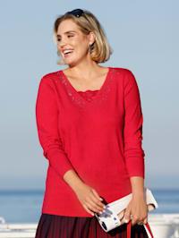 Pullover mit Plättchendekoration am Ausschnitt