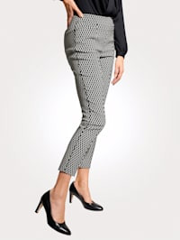 Pull-on trousers with side piping