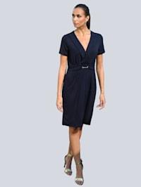 Kleid mit dekorativem Trensendetail in der Taille