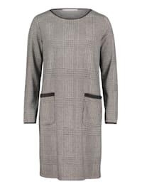Jerseykleid mit aufgesetzten Taschen