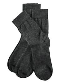 Socken mit handgekettelter Spitze