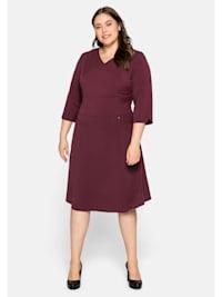 Kleid mit Bodyforming-Effekt