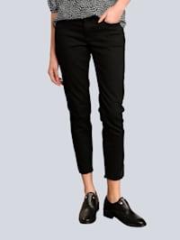 Jeans mit dekorativem Saum