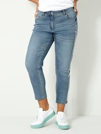 Jeans med texttryck på sidorna