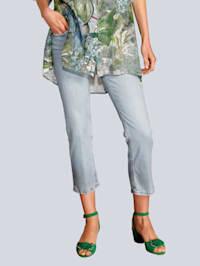 Jeans in modischer Form