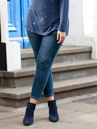 Jeans met strasdecoratie opzij