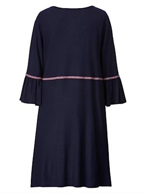 Kleid mit Zierbändern