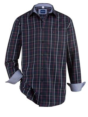 Chemise avec col à pointes libres boutonnées
