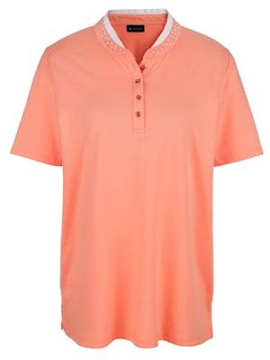 T-shirt avec perles décoratives à l'encolure