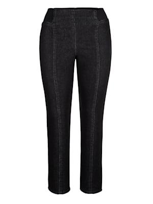 Jeans mit streckenden Nähten