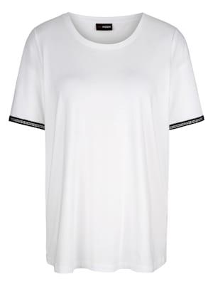 T-shirt avec ornement aux manches courtes