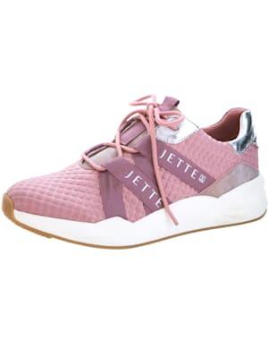 Sneaker aus struckturiertem Textilmaterial