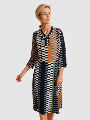 Kjole med grafisk mønster