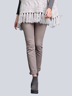 Jeans mit aufwendiger Paillettenverzierung