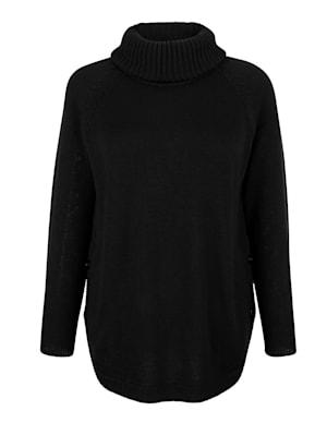 Pullover mit Knöpfen seitlich am Saum