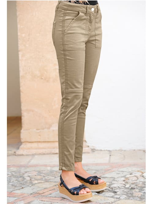 Kalhoty s rypsovou stuhou podél šití po stranách