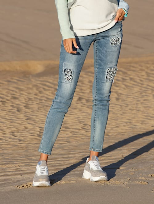 Jeans mit Strass- und Perlendekoration