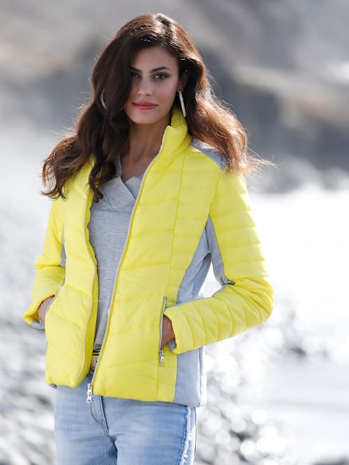 Gewatteerde jas met contrastkleurige inzetten
