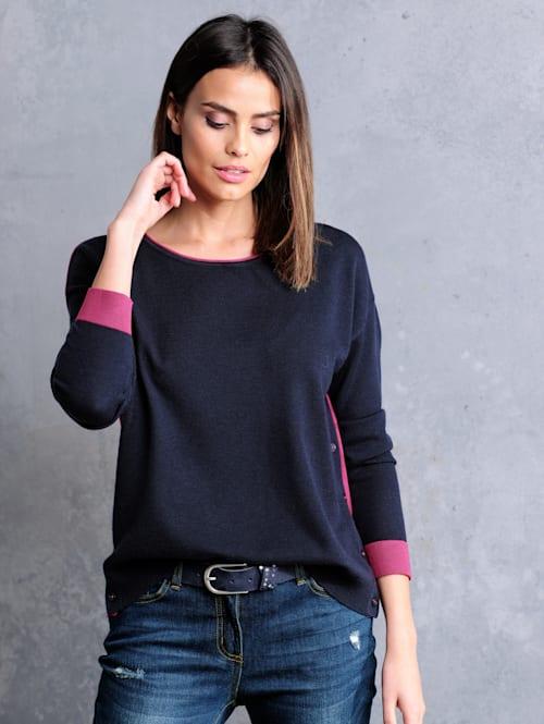 Pullover in effektvoller Zweifarbigkeit