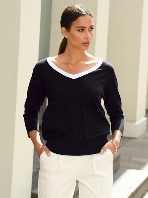 Pullover mit kontrastfarbigem Ausschnitt