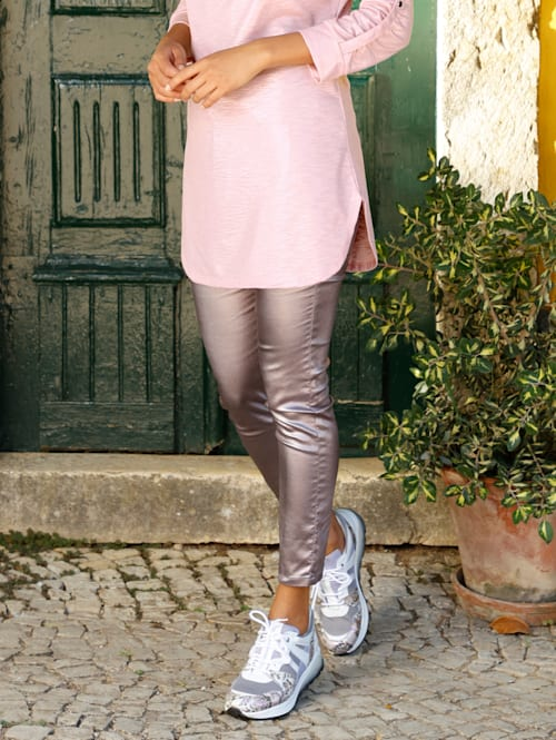 Byxor med silverfärgat ytskikt