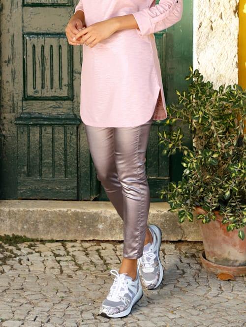 Nohavice so striebornou vrstvou