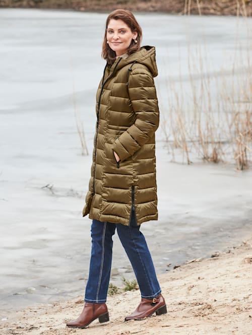 Manteau matelassé avec capuche fermant haut
