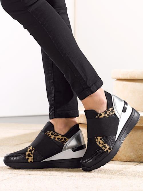 Sneaker met modieuze applicaties