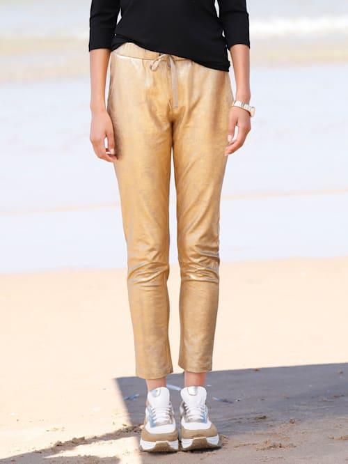 Nohavice s lesklým efektom