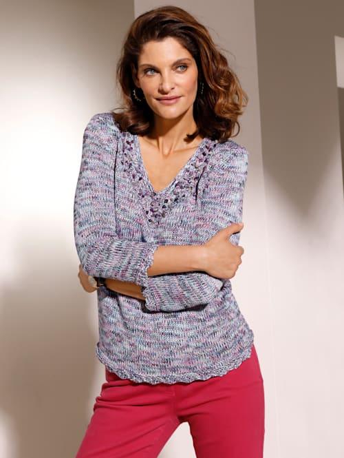 Pullover mit dekorativem Ausschnitt