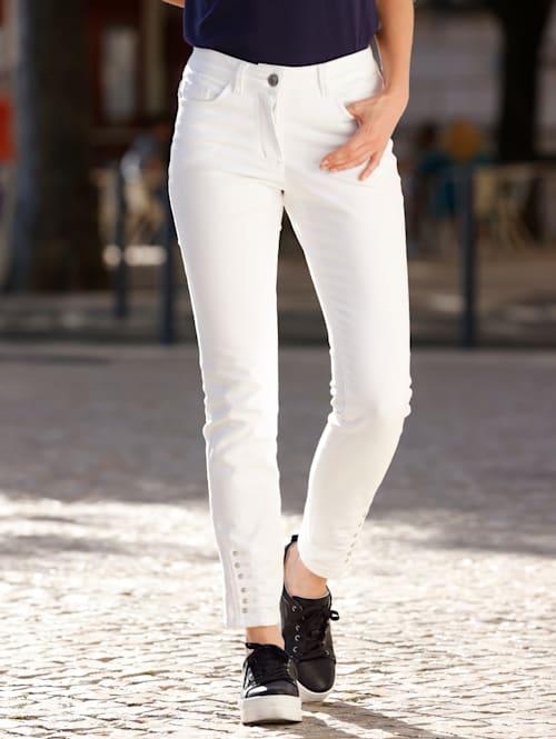 Jeans mit Ziersteinen am Saum