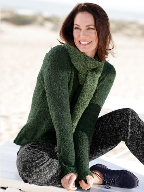 Pullover mit Schal mit modischem Schal
