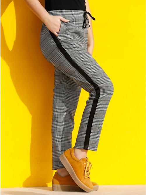 Hose aus formstabiler und elastischer Qualität