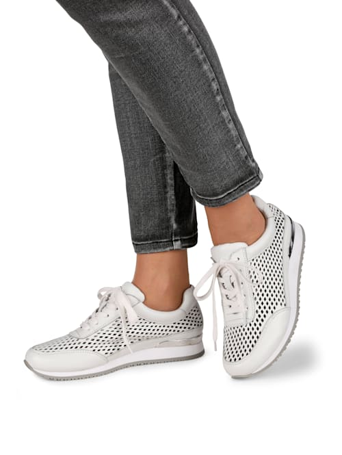 Lace-up shoes in a breathable design
