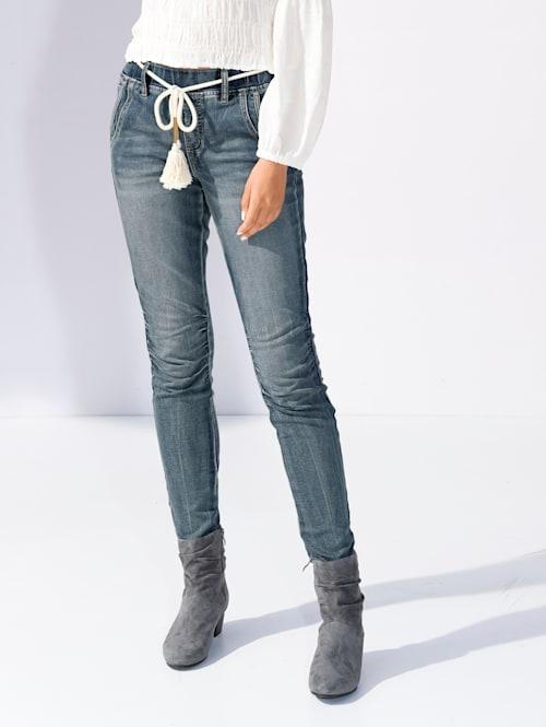 Jeans mit Raffungen am Knie