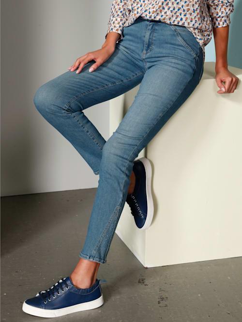 Jeans mit Hotfixsteinchen