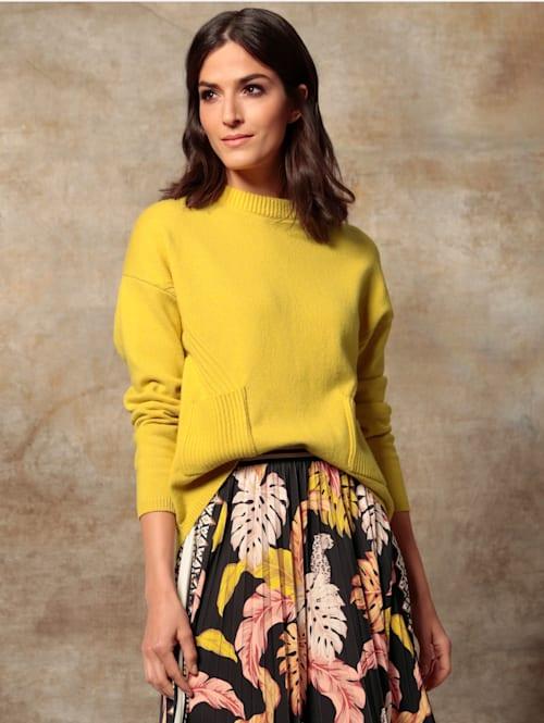 Pullover mit aufgesetzten Taschen