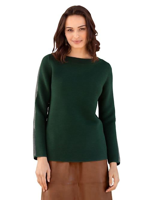 Pullover in modischer Farbe